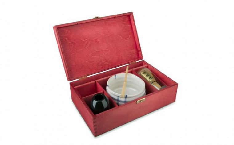 Matcha Geschenkset Masudo in roter Geschenkbox, offen