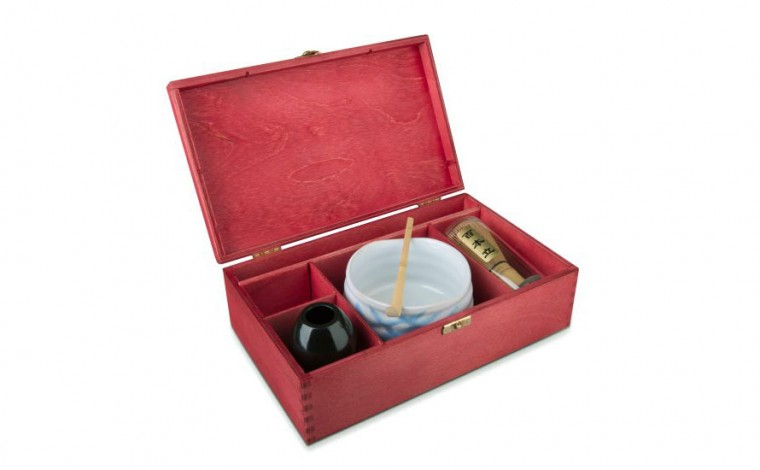 Matcha Geschenkset Suki in roter Geschenkbox, offen