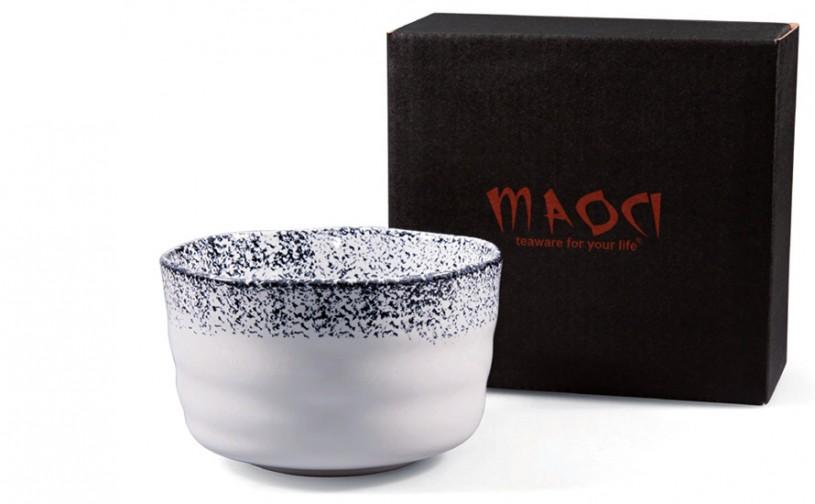 Matcha-Schale 400ml im Geschenkkarton, hell mit dunkel gepunktetem Rand