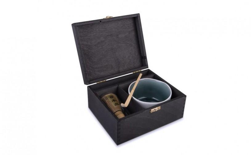 Matchasset mit weißer Schale, in schwarzer Holzbox