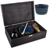 Matchasset groß mit blauer schale, in schwarzer Holzbox