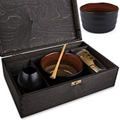 Matcha Geschenkset, offene schwarze Holzbox